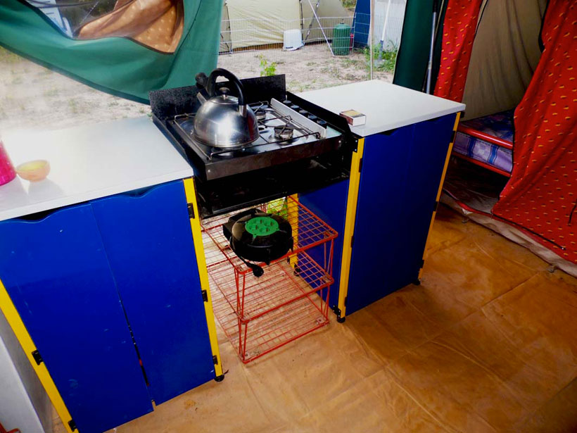 campsite-courier-live-accomodation-cooking-area