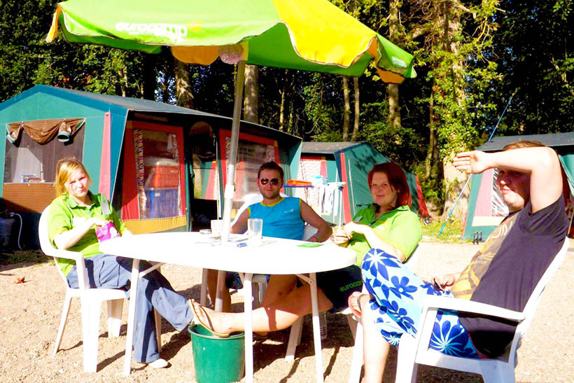 campsite-couriers-relaxing-in-the-sun