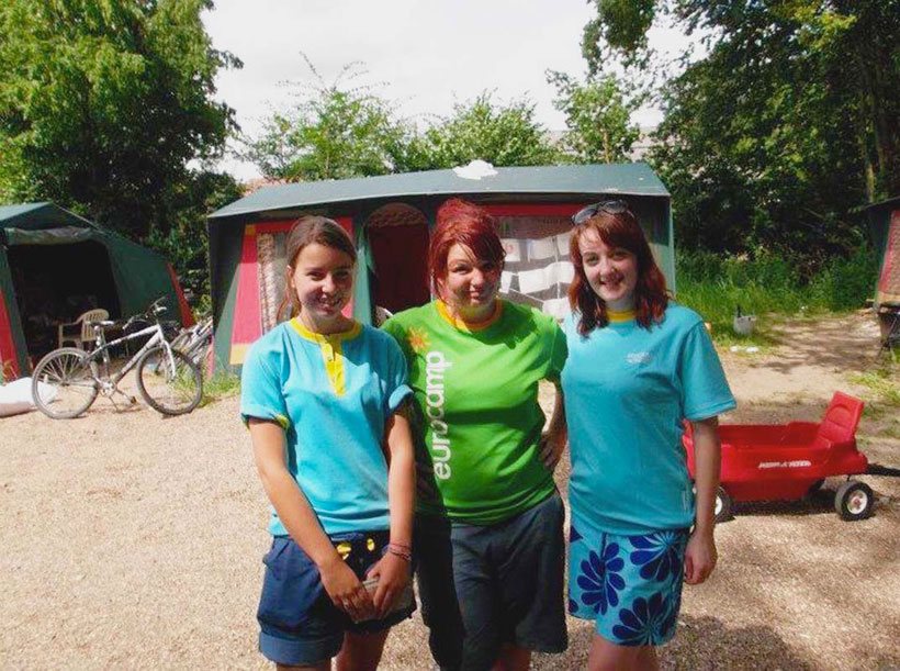 campsite-couriers-stood-in-the-chambord-live-area
