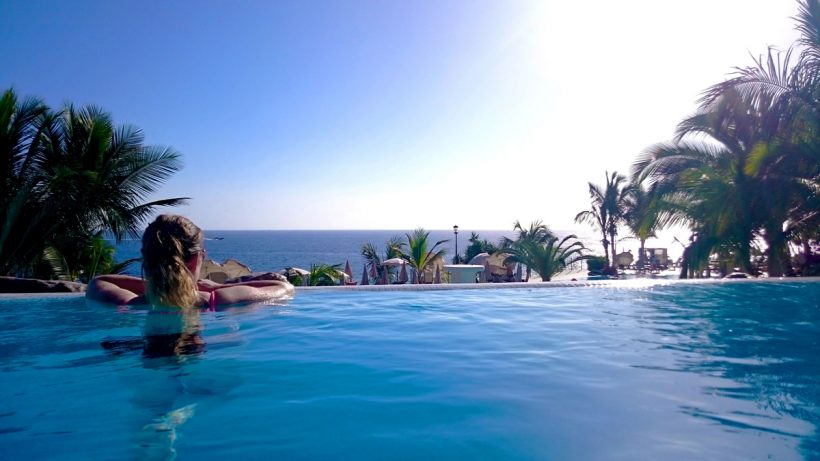 brie-anne taking a photo in the infinity pool for her roca nivaria review photo