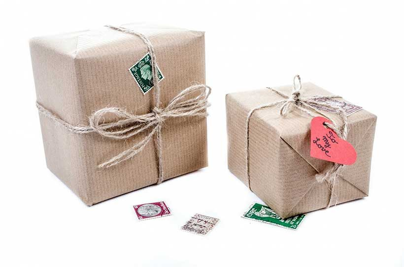 christmas-gifts-wrapped-in-brown-paper