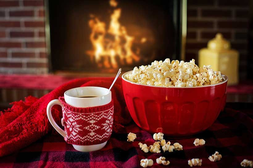 french-christmas-traditions-vs-english-christmas-traditions-popcorn-and-a-hot-chocolate-at-the-fireplace