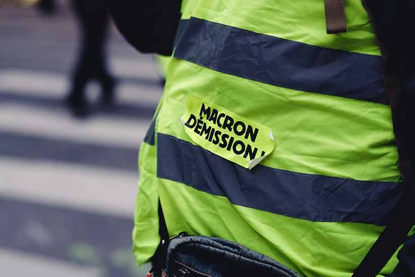 yellow-vest-in-paris-calling-for-macron-demission