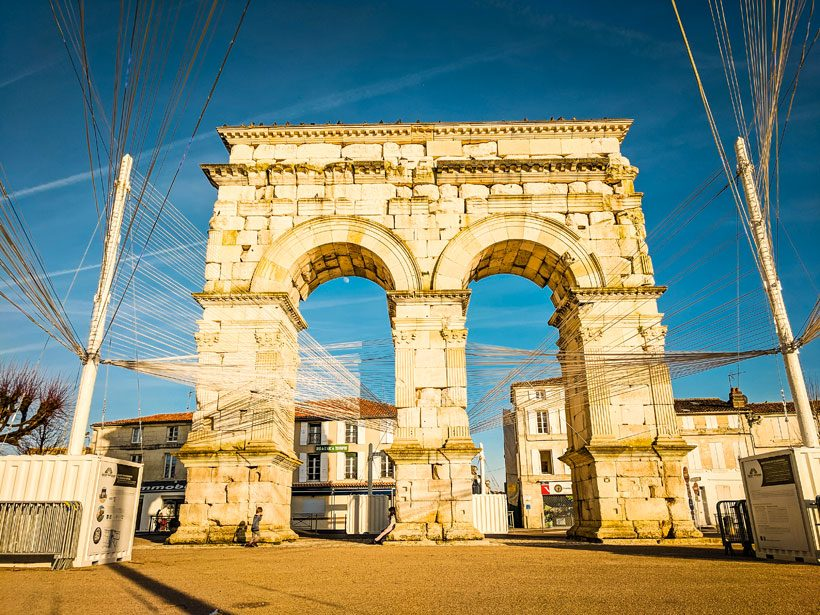 the-Germanic-Arc-in-saintes-france-looks-like-a-rustic-arc-de-triomph-what-to-see-in-Saintes-france